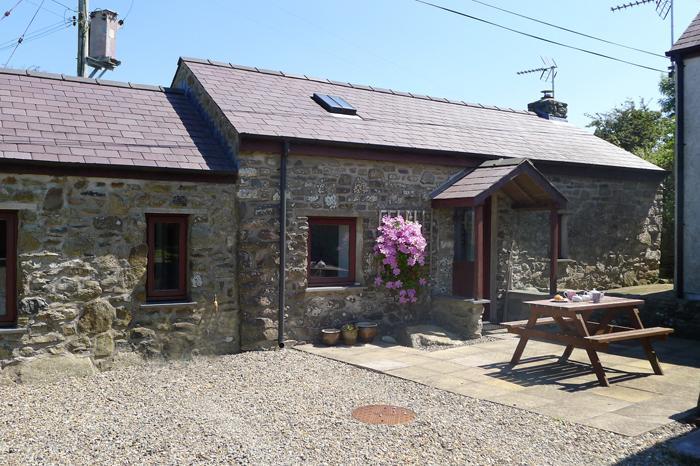 Holiday Cottage - Allt y Ffynnon Fach, Llanwnda, Strumble Head - Image 1 - Llanwnda - rentals