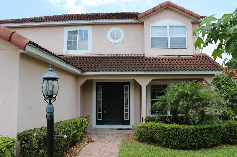 ***Exceptional 5 BR/3 BA Villa with Pool - Image 1 - Davenport - rentals