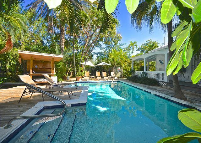 """ISLANDS IN THE STREAM""  - Near Southernmost Point! Shared Pool & Grill! - Image 1 - Key West - rentals"