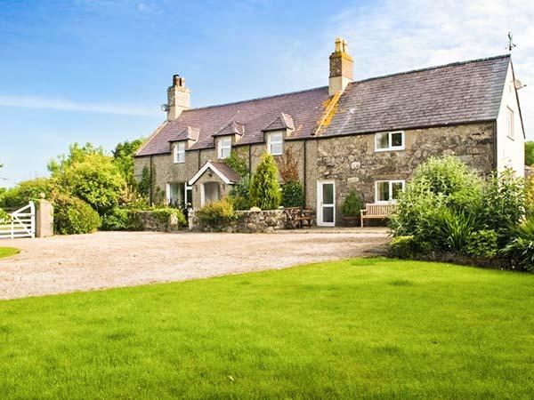 PLAS NEWYDD, swimming pool, woodburner, spacious house, stunning garden, Aberdaron Ref 903963 - Image 1 - Aberdaron - rentals