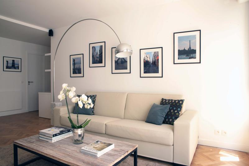 Modern 2 Bedroom Apartment with Wifi - Image 1 - Paris - rentals
