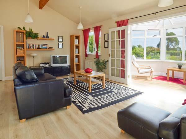 ORCHARD LODGE, ground floor, en-suite, WiFi, panoramic sea views, beautiful lodge near Warkworth, Ref. 28075 - Image 1 - Warkworth - rentals