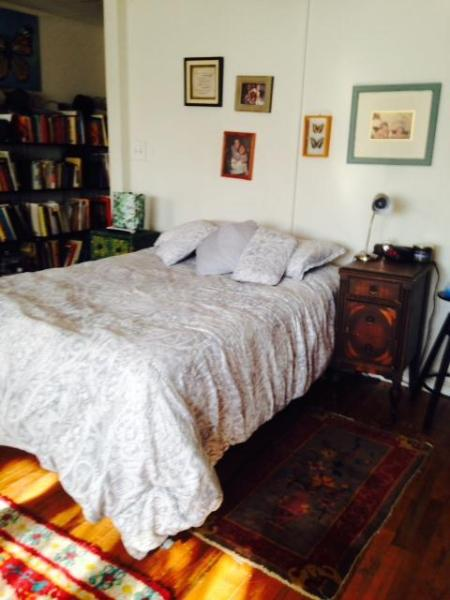 Full Size Comfy Bed - . Enjoy lovely studio apt.near Rittenhouse Square! - Philadelphia - rentals
