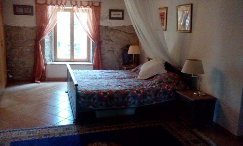 The main bedroom - with king-size bed & en-suite bathroom - Superb Holiday in Italy with In-house Chef - Cartoceto - rentals