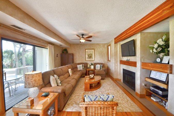 livingroom with big screen tv & sofa bed - Kiawah SC 4981 Turtle Point Sleeps 8 Great Price - Kiawah Island - rentals