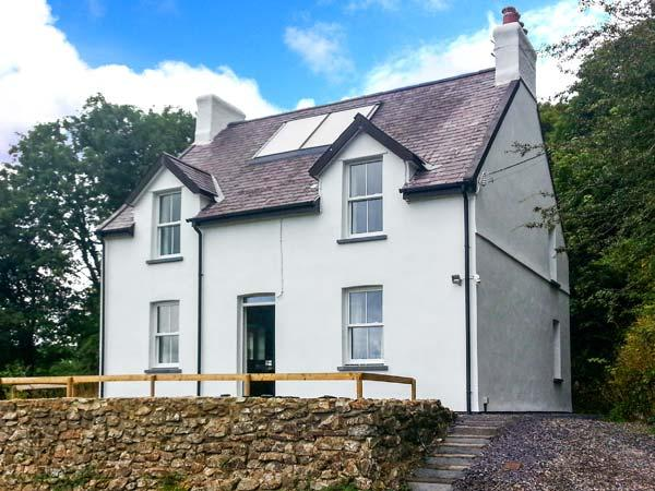 FARTHINGS HOOK MILL, WiFi, woodburning stove, patio with furniture, access to woodland, Ref 10096 - Image 1 - Rosebush - rentals