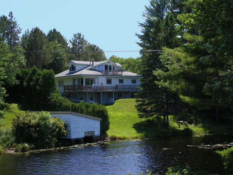 Welch's Riverview Retreat - Waterfront Lake Views! MQT Munising Snowmobile Ski - Marquette - rentals