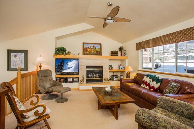 Quail Run 3384: Living Room with 46