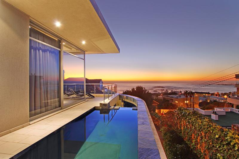 Tasteful Tranquility:Heated pool,walk to beach - Image 1 - Camps Bay - rentals