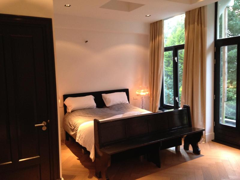 Master bedroom - Luxurious cosy renovated apt for 4! - Amsterdam - rentals