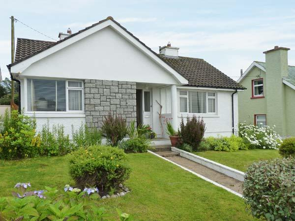 TEACH ANNIE, ground floor, detached, open fire, lawned gardens, near Falcarragh, Ref 915452 - Image 1 - Falcarragh - rentals