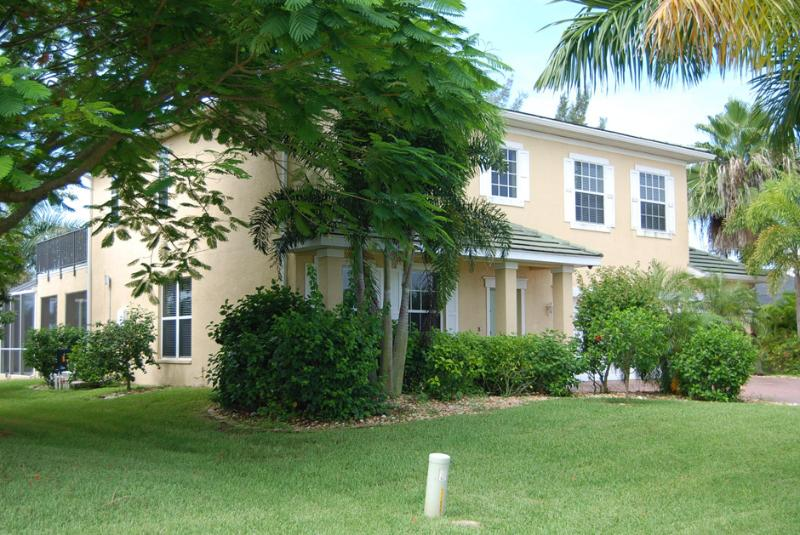 Beautiful 2 Story House Mona Lisa with Pool & Spa - Image 1 - Cape Coral - rentals