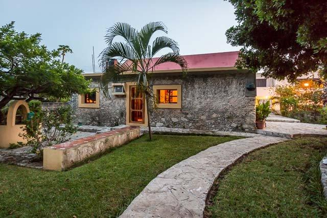 Casita Maya - Centrally Located, Vaulted Ceilings, Stone Constuction - Image 1 - Cozumel - rentals