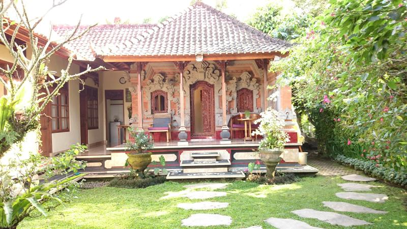 Komala 2, Traditional Quiet Balinese Village House - Image 1 - Ubud - rentals