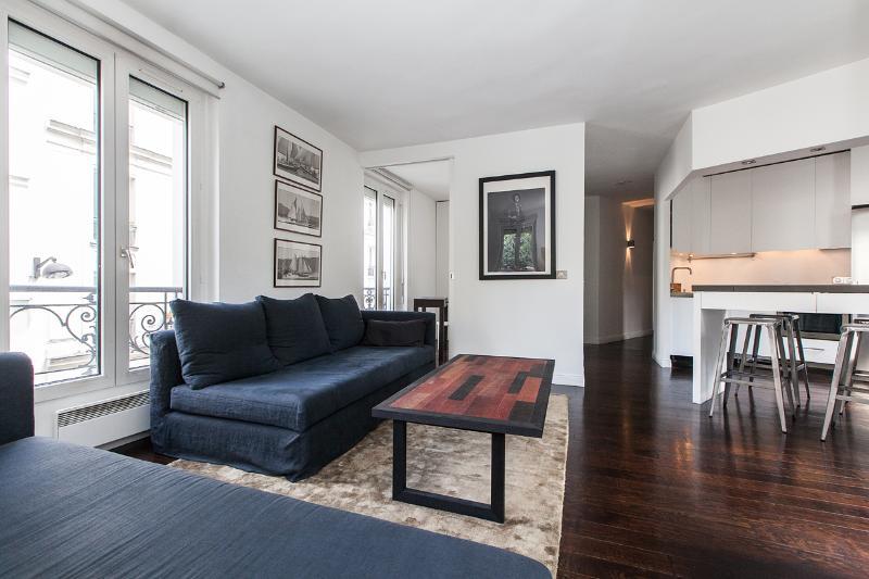 Living room - Bright, Modern Apartment Rental in Montmartre - Paris - rentals