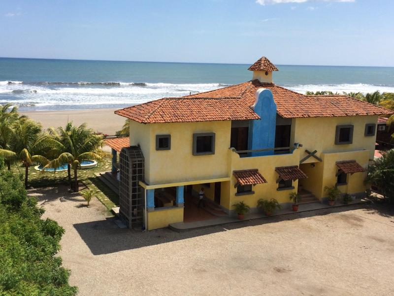 Beachfront Large Spanish Estate. PROMO: BOGO, Car - Image 1 - Pochomil - rentals