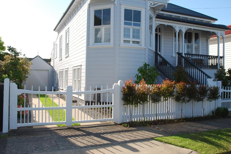 Ground level apt on the sunny side - Garden Villa Apartment- Minutes to Beaches and CBD - Devonport - rentals