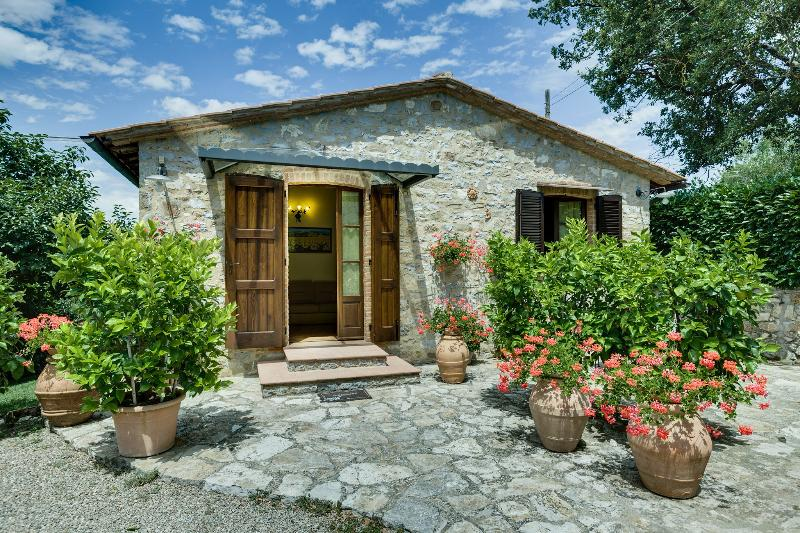 2 Bedroom Stone Cottage Rental in Chianti Countryside - Image 1 - Castellina In Chianti - rentals