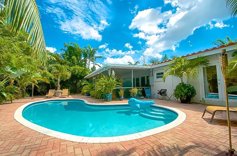 Zen Garden Oasis with Pool and Florida room - Image 1 - Fort Lauderdale - rentals