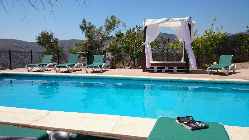 Beautiful villa, pool and chill out area - Botin. Beautiful Villa, heated pool, sea views. - Comares - rentals