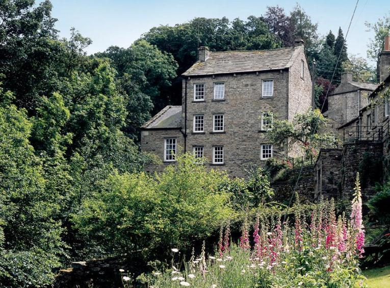 Waters Edge Apartment, The Water Corn Mill, West Burton - Image 1 - West Burton - rentals