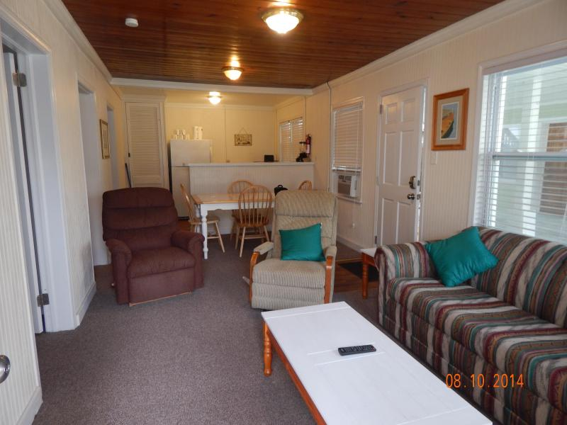 Newly Renovated Ocean Blvd. Cottage - Image 1 - North Myrtle Beach - rentals