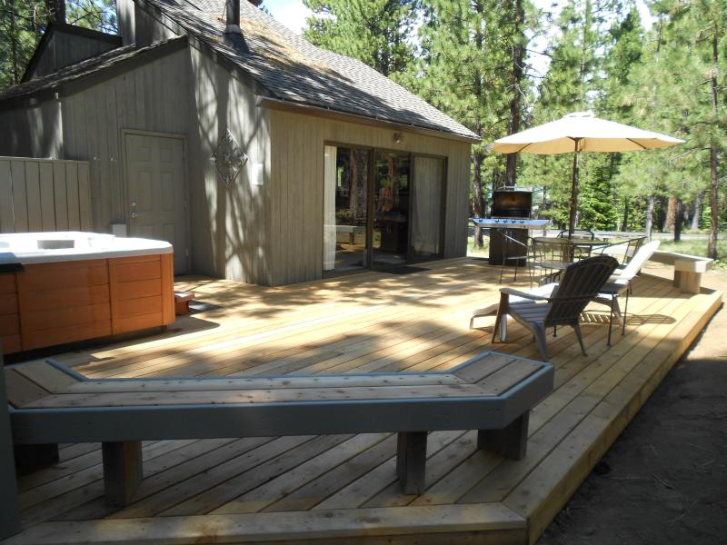 New 600 sf cedar deck in late day shade - TC2:  Private Hot Tub, Clean & Updated Thru-out! - Black Butte Ranch - rentals