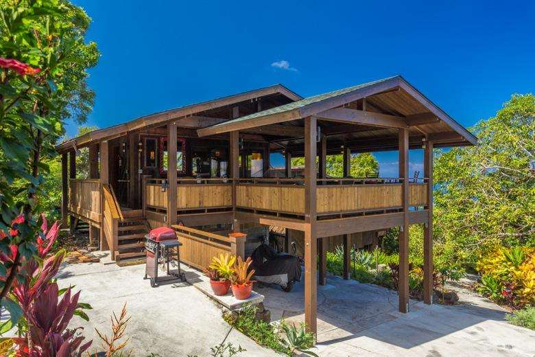 The cottage, with lanai in front and convenient barbecue area adjacent. - Unique View Cottage in Tropical Garden Setting - Kailua-Kona - rentals