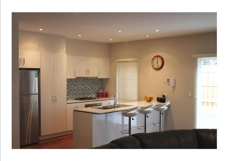 Welcome to Viilla Monarma - fully equipped kitchen - VILLA MONARMA MELBOURNE - LOCATION & SPACE - Keilor Downs - rentals