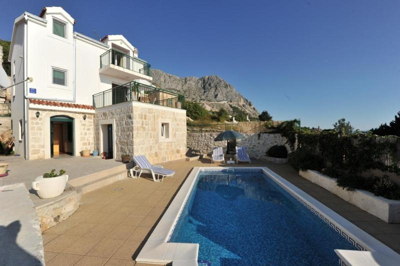 Villa with private pool and large terrace - Image 1 - Podgora - rentals
