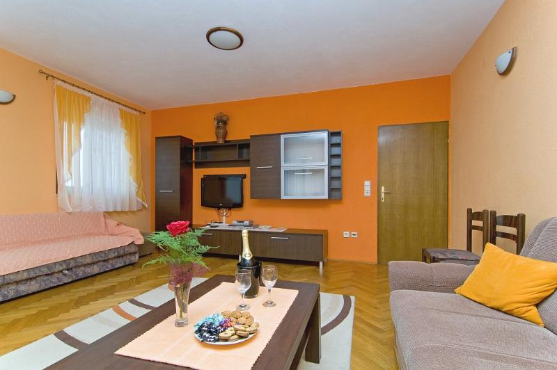 Living room - Beautiful apartment for 10 people (8+2) 050 - Okrug Gornji - rentals