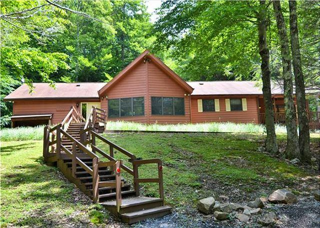Comfortable mountain cabin ensures privacy for an economical vacation! - Image 1 - Canaan Valley - rentals