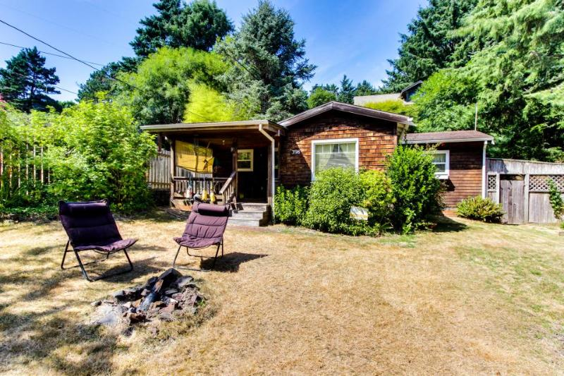 The Peanut and Coop Beach House - Image 1 - Cannon Beach - rentals