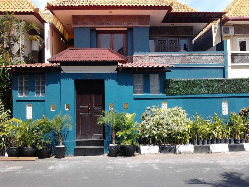 KUTA Villa - 4 bedrooms - great location - can - Image 1 - Kuta - rentals