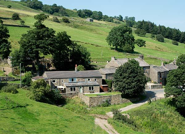 THE COTTAGE, detached farmhouse, open fire, woodburner, WiFi, near Leyburn, Ref 20338 - Image 1 - Horsehouse - rentals