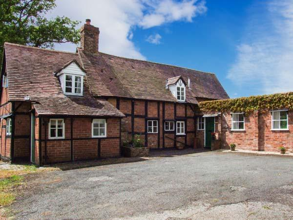 CRICKETER'S COTTAGE, traditional Grade II listed cottage, woodburner, pets welcome, Apperley Ref 25193 - Image 1 - Tirley - rentals