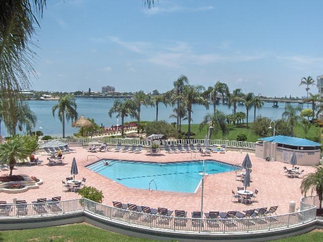 Bahia Vista Pool Area - Tropical Breezes Will Blow You Away on Isla!!! - Saint Petersburg - rentals