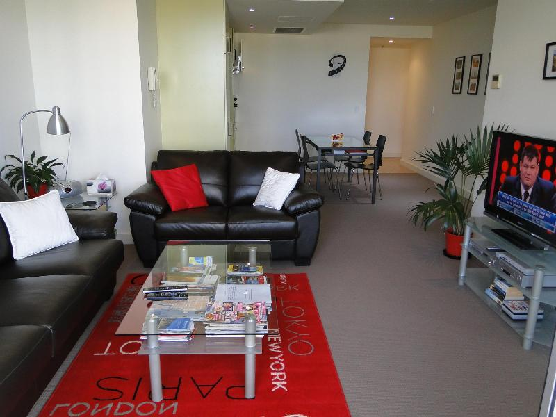 Open living room and kitchen - Glenelg Deluxe Apartment - Glenelg - rentals