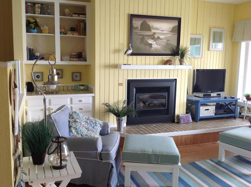 Living room with fireplace - Spectacular Ocean Front Views at Admiral 1 - Depoe Bay - rentals