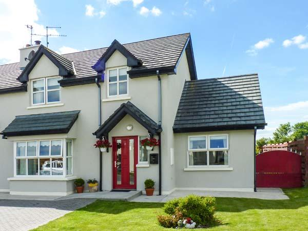 WHITEWATER ESTUARY, semi-detached, near harbour, woodburner, WiFi near Ballyhack, Ref 913402 - Image 1 - Ballyhack - rentals