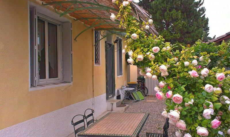 The house is situated just outside the city of Carpentras in the direction of Mt Ventoux - Country House nearby Mt.Ventoux/garden/pool - Carpentras - rentals