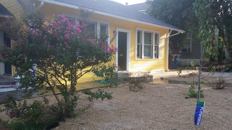 1 BR house (duplex) w/ yard, 1.miles to downtown - Image 1 - San Antonio - rentals