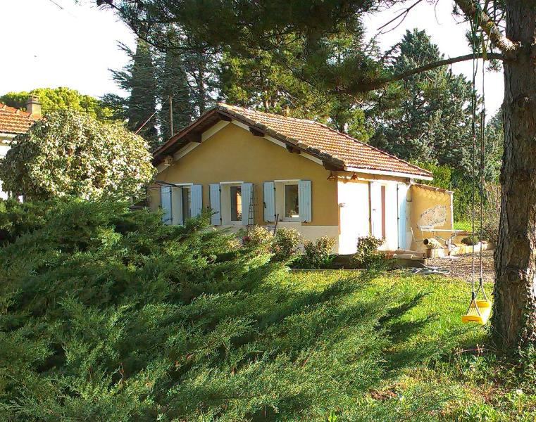 Small house in the middle of a very large garden nearby Mt./Ventoux, Carpentras - Small Cottage, Near Mt Ventoux/ Vaucluse - Carpentras - rentals