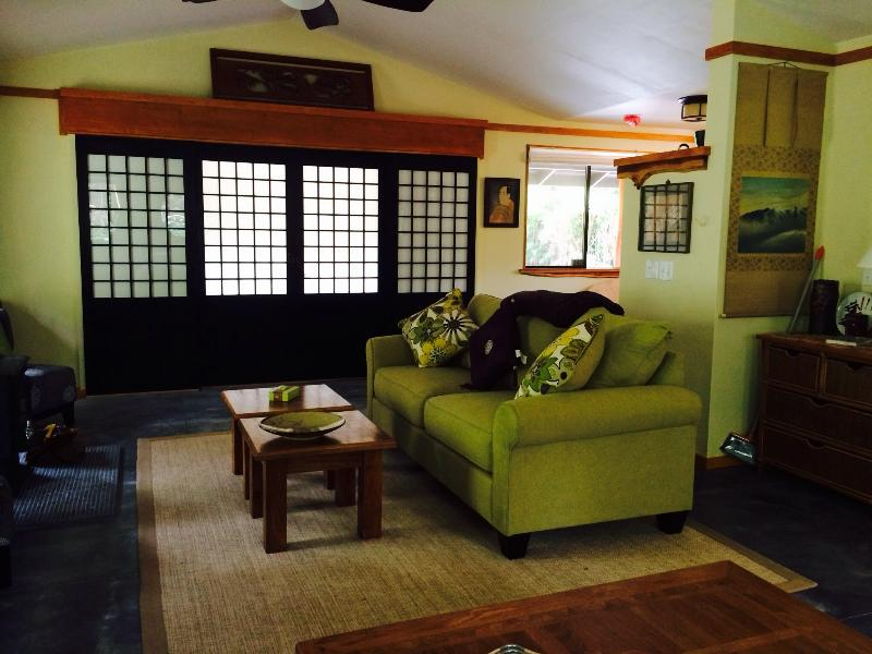 Livingroom - Tsugi Teahouse at Volcano Hot Tub/ fireplace150 - Volcano - rentals