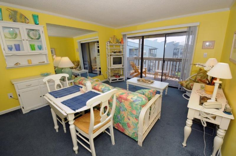 Living & Dining - Topsail Dunes 3401 Oceanfront! | Community Pool, Tennis Courts, Grill Area, Elevator, Internet - North Topsail Beach - rentals