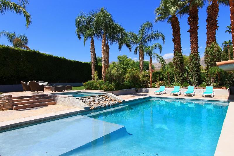 Gorgeous Turquoise Heated Salt Water Pool Surrounded by Lush Palms! - Luxury 6-Bedroom Estate in Palm Desert - El Paseo - Palm Desert - rentals