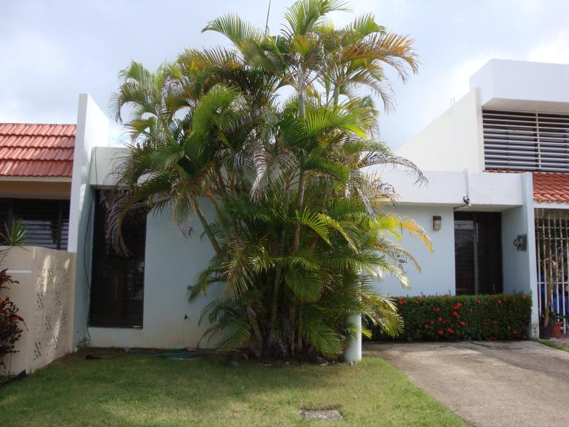 Relaxing beach house - Image 1 - Luquillo - rentals