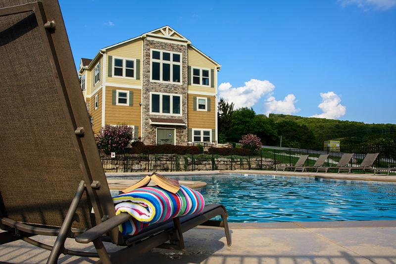 Zero entry swimming pool and clubhouse just across the street - Canyon Retreat - Swimming, King Beds, Pool Table - Branson - rentals
