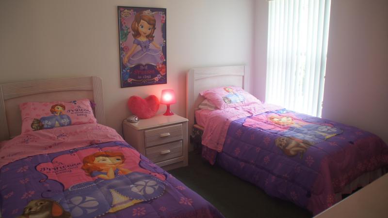 Girl's dreamy bedroom - Pool Villa- Gameroom - New TV's - Themed bedrooms! - Clermont - rentals