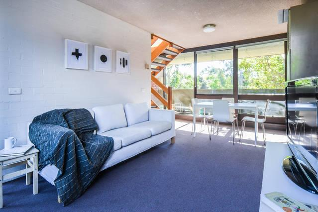 Loungeroom with TV/DVD & free Wifi - Bright 2 story 2 bedroom 2 bathroom Apartment Clos - Melbourne - rentals